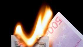 Billets de banque qui brulent