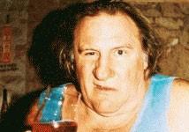 Photo montage fait apparaitre l'acteur Gérard Depardieu vêtu d'un marcel portant le logo du parti de Vladimir Poutine