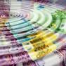 Argent : billets en euro dans l'eau